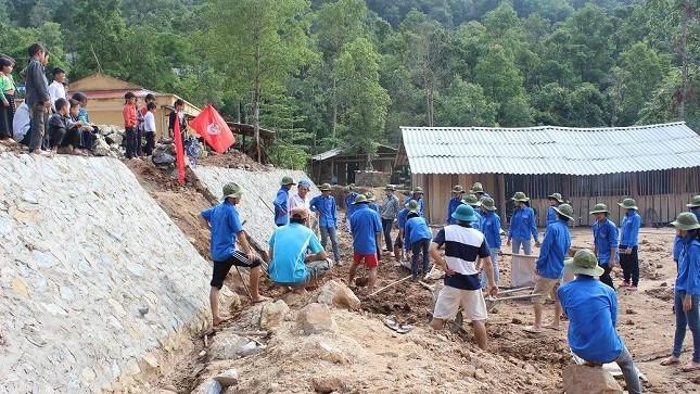 Tham gia hỗ trợ xây dựng nhà bán trú cho học sinh dân tộc thiểu số ở Yên Bái.