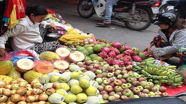 Trái cây Trung Quốc được bán phổ biến tại các chợ ở Việt Nam.