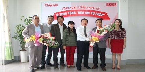 """Báo Pháp luật Việt Nam tặng """"Mái ấm tư pháp"""" tại Gia Lai"""