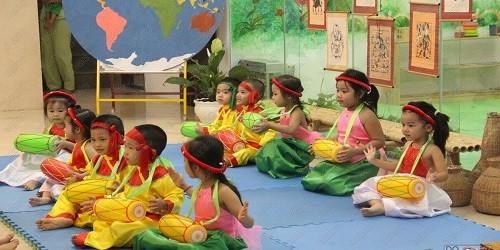 Các bé hào hứng tham gia trại hè của hệ thống trường mầm non Bright School.