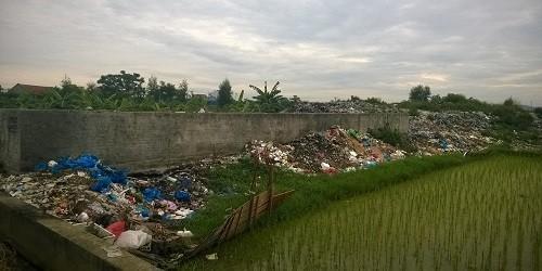 """Bãi rác """"tra tấn"""" người dân"""