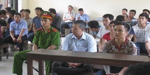 Ông Ngô Đắc Thê - Phó Giám đốc phụ trách Trung tâm Giám định pháp y tỉnh Bắc Ninh (ngồi giữa).
