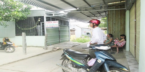 Căn nhà của bà Chín Hụi đóng cửa ngay trong đêm đám cưới con trai.