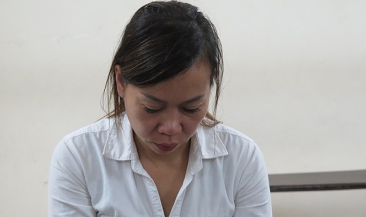 'Nữ quái' đánh đập, cướp tài sản của người khác bật khóc tại tòa