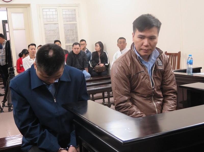 Bị cáo Châu Việt Cường và Phạm Đức Thế tại tòa.