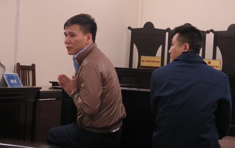 Ca sỹ Châu Việt Cường chắp tay xin lỗi gia đình bị hại tại tòa