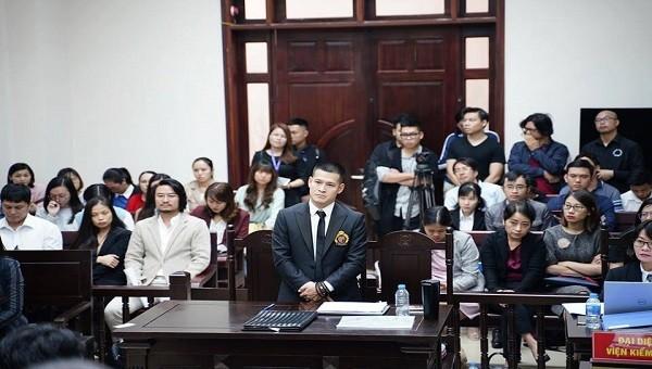 Tuần Châu kiện Việt Tú: Đạo diễn Hoàng Nhật Nam đến tòa