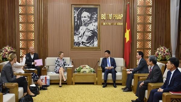 Bộ trưởng Lê Thành Long tiếp tiếp bà Anne Katharina Zimmermann, Vụ trưởng Vụ Hợp tác quốc tế về pháp luật, Bộ Tư pháp và Bảo vệ người tiêu dùng liên bang Cộng hòa Liên bang Đức
