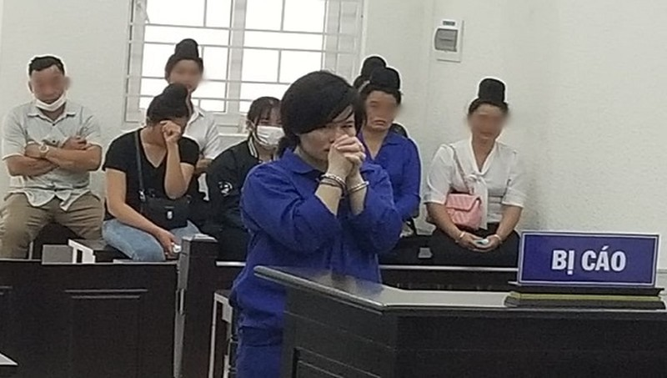 Bị tuyên tử hình, người phụ nữ giấu ma túy vào áo ngực bật khóc nức nở