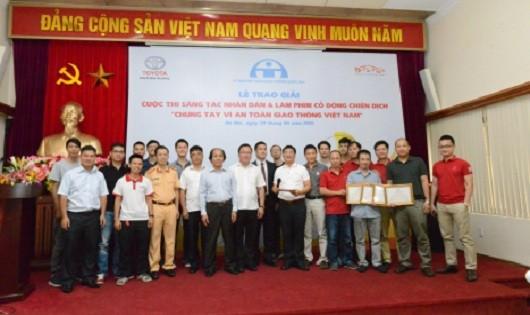 Các thị sinh được giải và Ban tổ chức