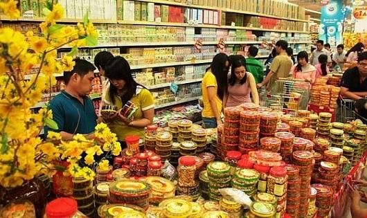 Tại các TP lớn, người dân chủ yếu vào siêu thị sắm Tết