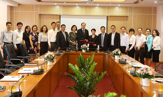 Lễ ký Thỏa thuận hợp tác giữa UBCKNN và Công ty TNHH Deloitte Việt Nam ngày 21/5/2018
