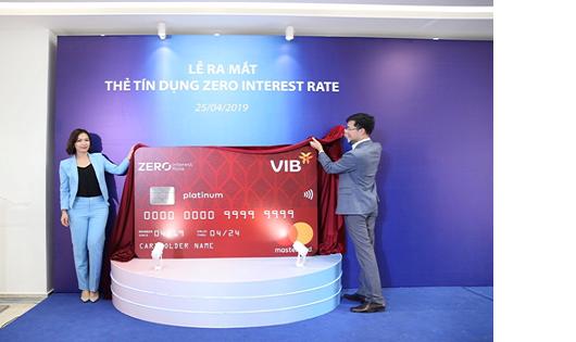Lần đầu tiên tại Việt Nam, thẻ tín dụng miễn lãi trọn đời