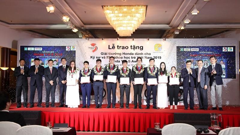 Trao tặng Giải thưởng Honda Y-E-S lần thứ 14 cho Kỹ sư và Nhà khoa học trẻ Việt Nam