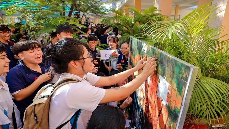 """Hơn 1000 học sinh tham gia ghép tranh """"Mảnh ghép xanh"""" với thông điệp bảo vệ rừng ngập mặn"""