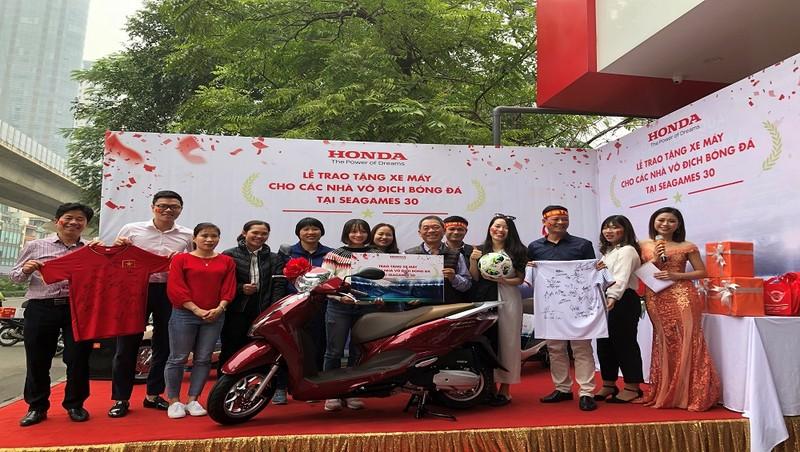 Honda Việt Nam hoàn thành bàn giao xe cho các thành viên  2 đội tuyển bóng đá quốc gia