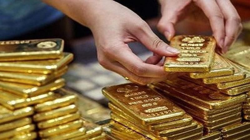 Giá vàng tăng kỷ lục, người dân không mặn mà