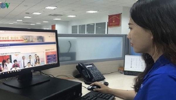 Thí điểm nộp lệ phí trước bạ điện tử đối với ô tô, xe máy đăng ký tại Hà Nội và TP Hồ Chí Minh