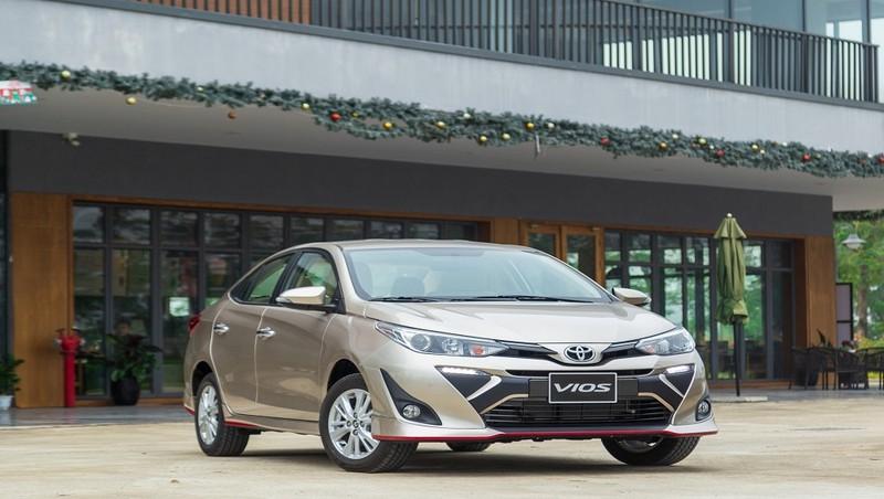 Toyota Vios, mẫu xe tiếp tục giữ vị trí số 1 về doanh số trong toàn thị trường,đã ghi nhận sự sút giảm khi chỉ bán ra 2.293 xe, giảm gần 900 xe so với cùng kỳ năm ngoái
