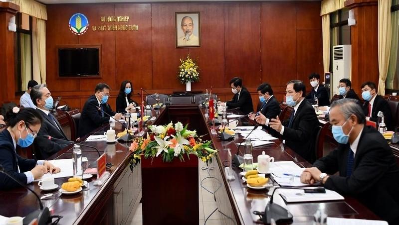 Bộ Nông nghiệp và Đại sứ Trung Quốc bàn cách gỡ khó trong giao dịch nông sản
