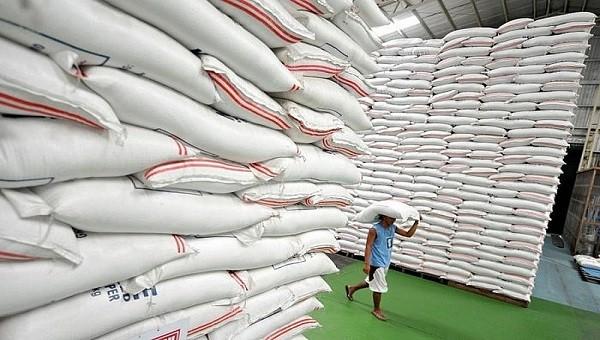 """Bỏ thầu gạo dự trữ quốc gia, đăng ký xuất khẩu gạo: Vinafood 1 có """"tham bát, bỏ mâm""""?"""