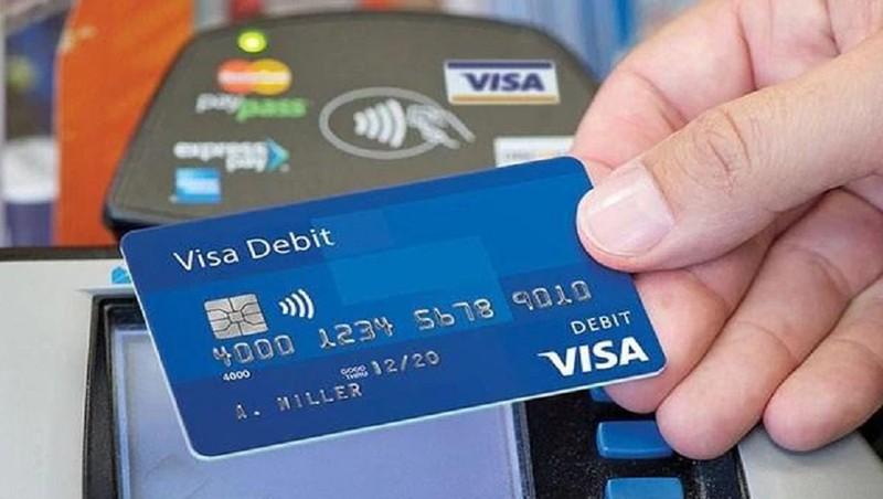 Ảnh hưởng bởi dịch Covid-19, các ngân hàng Việt Nam kiến nghị Visa và MasterCard miễn, giảm nhiều loại phí
