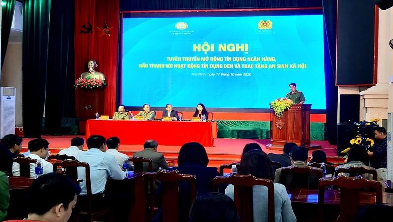 Lãnh đạo Bộ Công an, NHNN chủ trì giải đáp thắc mắc của người dân tại Hội nghị.