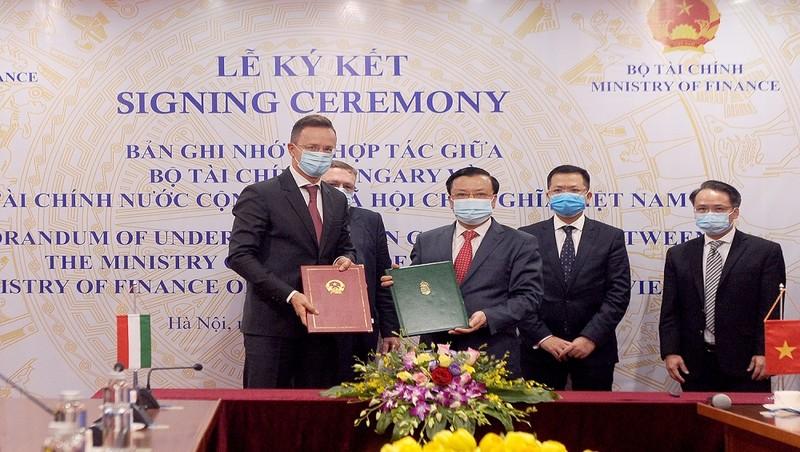 Việt Nam- Hungary ký Biên bản ghi nhớ hợp tác tài chính