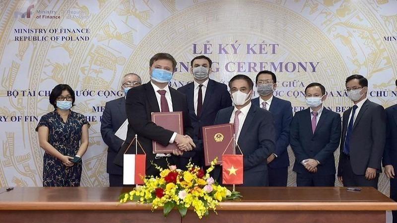 Ký Bản ghi nhớ Việt Nam - Ba Lan về hợp tác trong lĩnh vực quản lý thuế và tài chính công