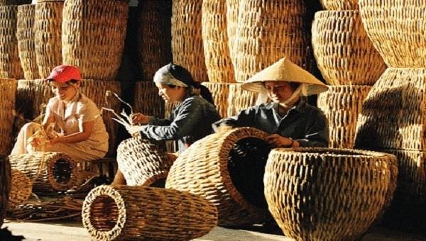 Tháo gỡ khó khăn để khơi dậy tiềm năng phát triển ngành nghề nông thôn.
