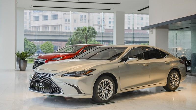 Lexus Việt Nam chính thức giới thiệu ES phiên bản 2021: Tăng an toàn, giá không đổi