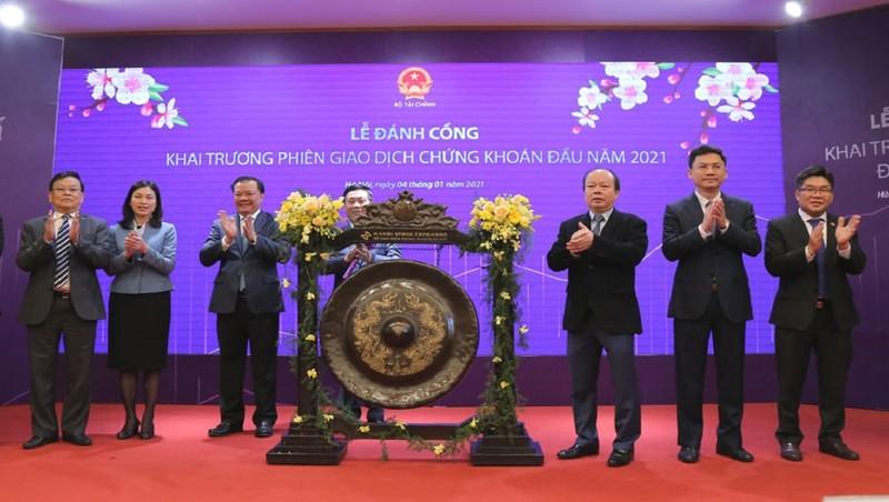Bộ trưởng Bộ Tài chính khai trương  phiên giao dịch chứng khoán đầu năm 2021 tại HNX