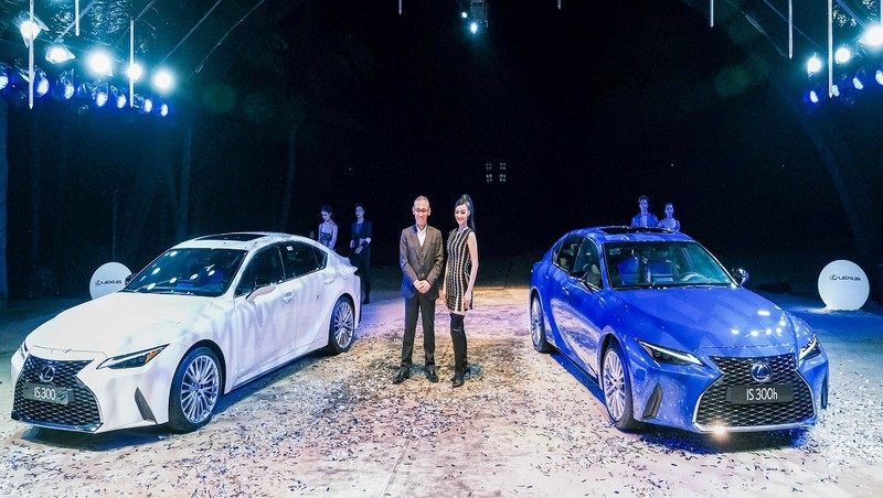 Lexus IS 2021 có giá bán trên 2,1 tỷ đồng.