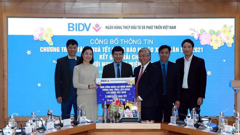 BIDV trao tặng 01 tỷ đồng quà Tết cho công nhân lao động nghèo thông qua TLĐLĐ Việt Nam.