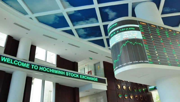 Quy định về giá tham chiếu và biên độ giao dịch đối với cổ phiếu chuyển giao dịch từ HoSE sang HNX