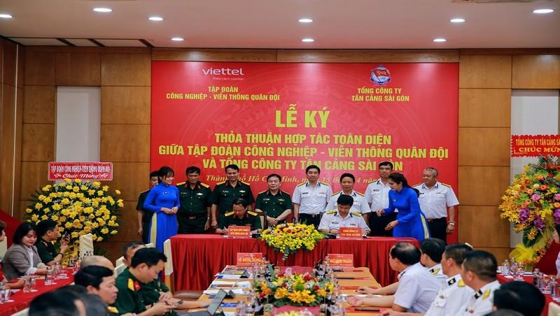 Viettel ký hợp tác với Tân Cảng Sài Gòn.