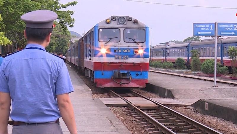 Đường sắt tăng cường 55 đoàn tàu khách phục vụ nhu cầu đi lại của người dân dịp nghỉ lễ 30/4 - 1/5
