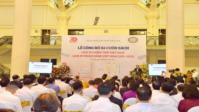 """Ra mắt cuốn sách """"Lịch sử đồng tiền Việt Nam"""" và """"Lịch sử Ngân hàng Việt Nam 1951- 2021"""""""
