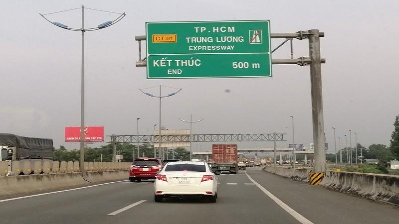 Thu phí sử dụng đường bộ cao tốc do nhà nước đầu tư:  Có hài hòa lợi ích?