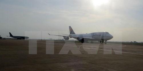 Một đường băng sân bay Tân Sơn Nhất đóng cửa 4 ngày