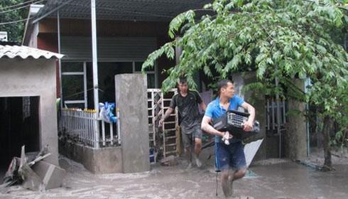 Cảnh báo bệnh truyền nhiễm sau mưa lũ tại Quảng Ninh