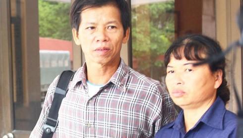 Ông Nguyễn Thanh Chấn và vợ. Ảnh từ internet.