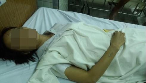 Hà nằm điều trị tại bệnh viện.