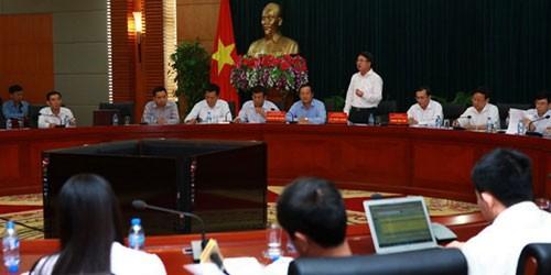 Phó Chủ tịch Ủy ban Nhân dân thành phố Hải Phòng Lê Khắc Nam trả lời các phóng viên tại buổi họp báo. (Ảnh: Lâm Khánh/TTXVN)