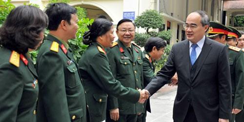 """""""Quà"""" đặc biệt của ông Nguyễn Thiện Nhân tặng Bảo tàng Lịch sử Quân sự"""