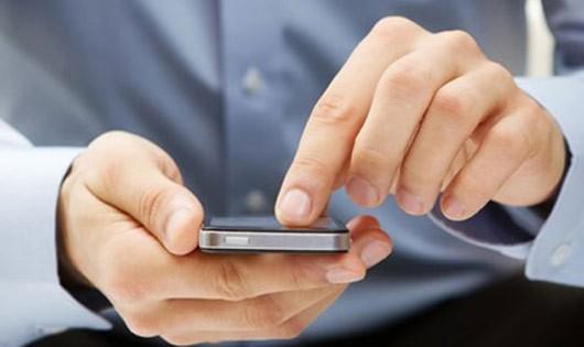 Cảnh báo các chàng, các nàng mê nhắn tin, lướt web trên điện thoại