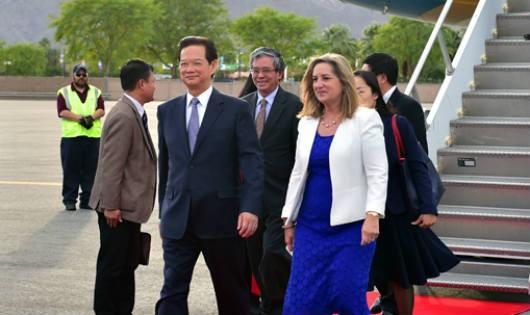 Thủ tướng Nguyễn Tấn Dũng và Đoàn đại biểu Việt Nam đến sân bay quốc tế Palm Spring. Ảnh: Nhật Bắc