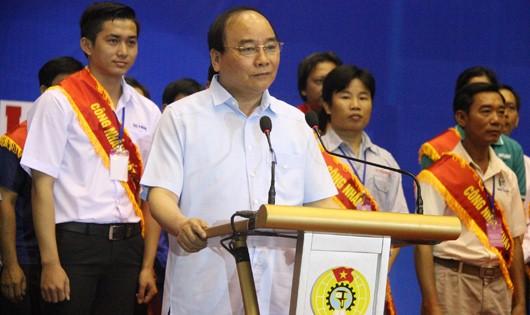 Thủ tướng chia sẻ với công nhân 8 tỉnh phía Nam.