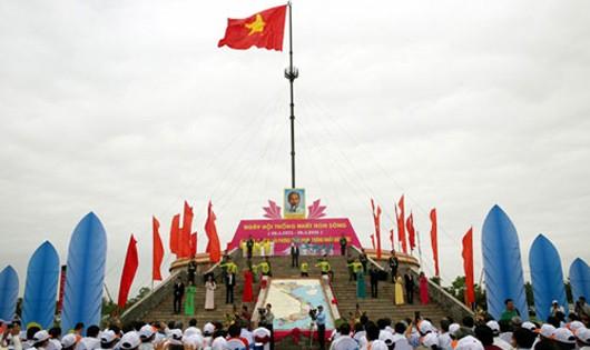 Thiêng liêng lễ Thượng cờ Ngày hội thống nhất non sông