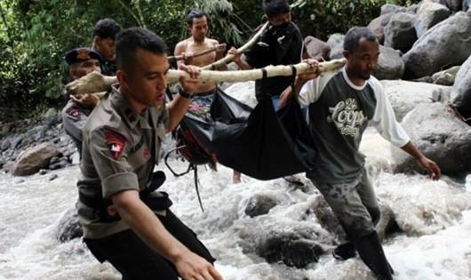 Lở đất, ít nhất 15 sinh viên thiệt mạng